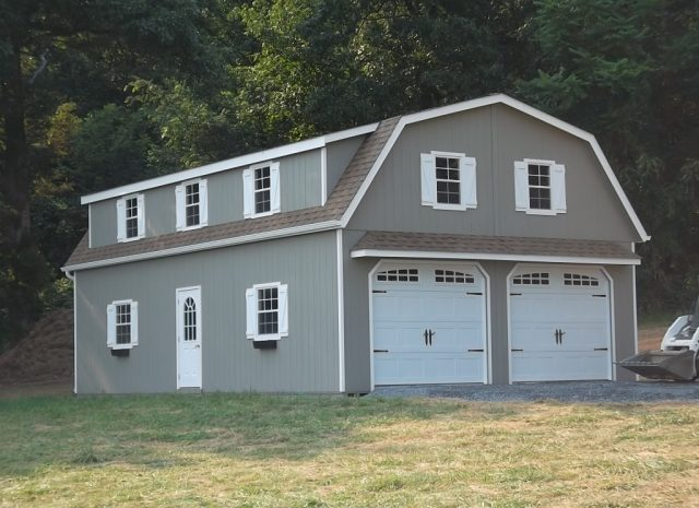 large detached gambrel garage with apartment